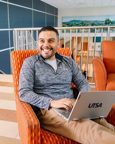 UTSA Online - Multidisciplinary Studies Student on campus