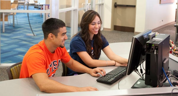 UTSA students meeting together