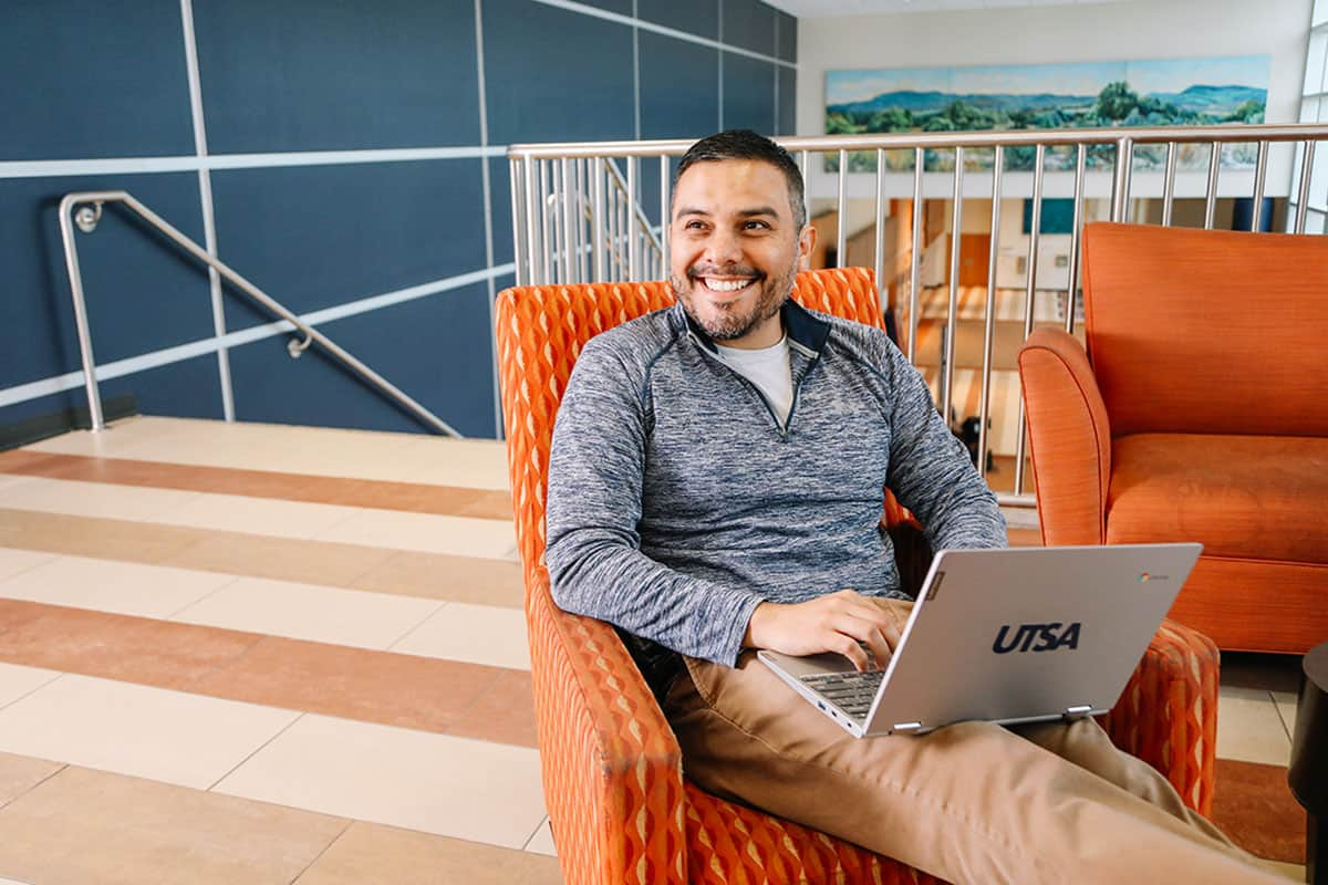 UTSA Online Student Studying in Hall