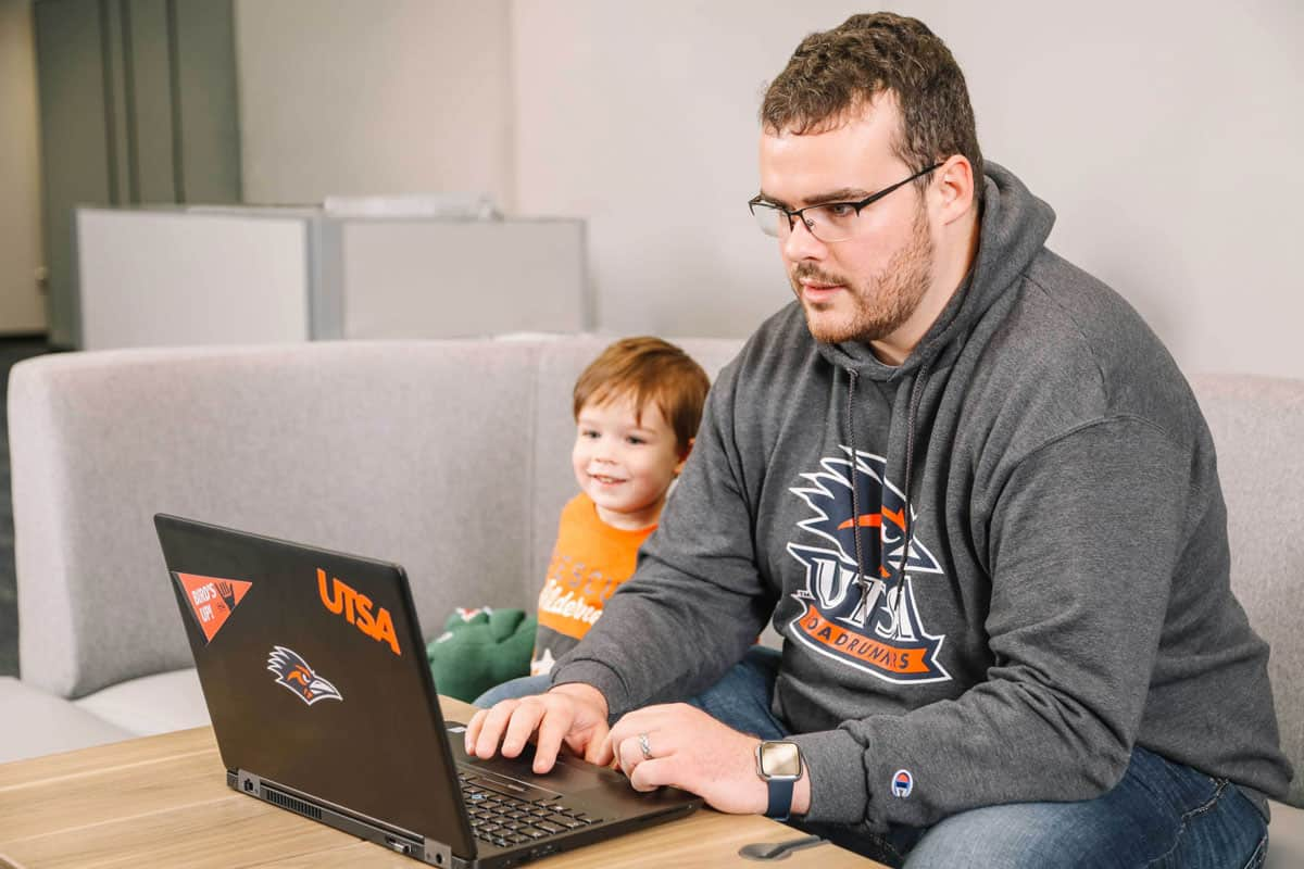 UTSA Online Student with Child